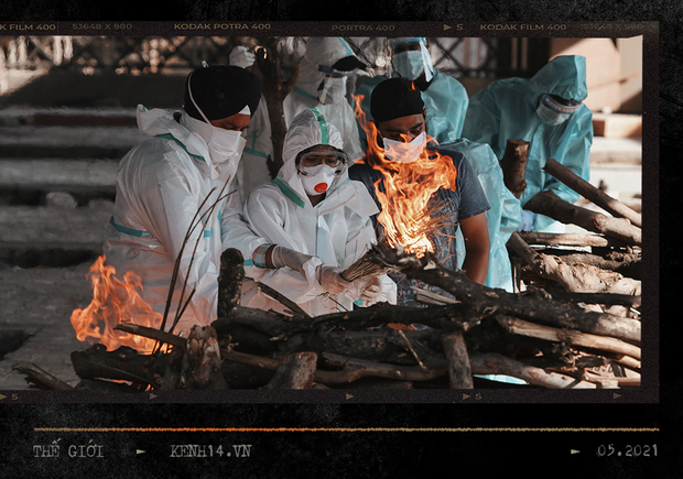 Một ngày tại lò hỏa táng giữa địa ngục Covid Ấn Độ: Khi cái chết là sự thật duy nhất trong các lò hỏa thiêu đang đỏ lửa ngày đêm - Ảnh 9.