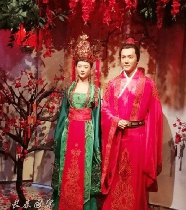 Triệu Lệ Dĩnh ly hôn, tượng sáp ngoài đời của cặp Minh Lan Truyện cũng tự biết né nhau? - Ảnh 1.