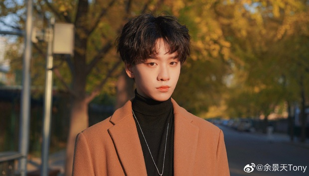 Scandal bủa vây tới tấp, Dư Cảnh Thiên gần như mất suất debut tại Thanh Xuân Có Bạn 3? - Ảnh 1.
