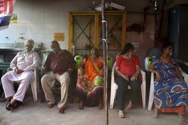 Tòa án Ấn Độ sẽ trừng phạt quan chức không cung cấp đủ oxy cho bệnh viện - Ảnh 1.