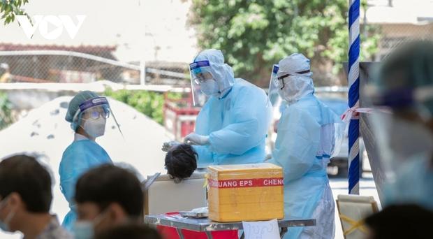 """Ghi nhận thêm 840 ca Covid-19, Campuchia tăng cường tiêm vaccine tại """"vùng đỏ"""" - Ảnh 1."""