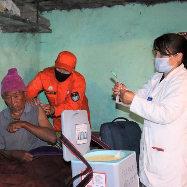Khi Thủ tướng là bác sĩ: Láng giềng Ấn Độ có thành tích chống dịch đáng nể, siêu thần tốc tiêm vắc xin cho 85% dân số chỉ trong 9 ngày - Ảnh 5.