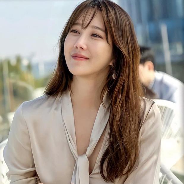 Bà cả Penthouse Lee Ji Ah khoe clip cận mặt, đẹp choáng váng thế này ai nghĩ đã U45! - Ảnh 6.