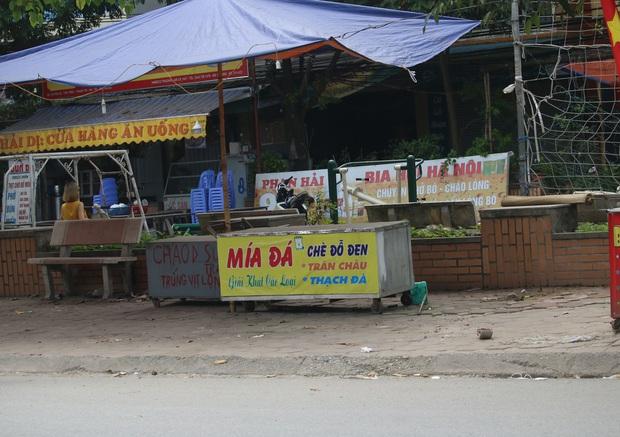 Hà Nội: Người dân tất bật đóng cửa, dọn dẹp hàng trà đá, quán ăn ven đường để phòng chống dịch Covid-19 - Ảnh 15.