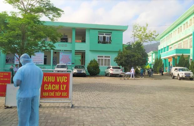 Lịch trình dày đặc của nam nhân viên spa dương tính với SARS-CoV-2 ở Đà Nẵng: Đến bến xe, bar, karaoke, siêu thị, cafe - Ảnh 3.