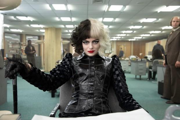 Cruella: Ác nữ trộm chó khơi mào cuộc chiến thời trang choáng ngợp, gây sốc dù phi lý - Ảnh 14.