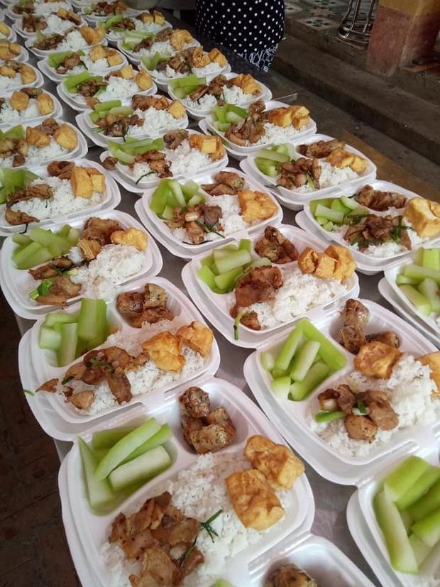 Những phần cơm cách ly bắt mắt và đầy đủ dinh dưỡng gây sốt MXH, nghe lời tâm sự của người nấu lại càng thương - Ảnh 2.