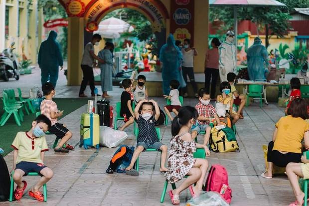 Cô giáo mầm non ở Bắc Giang tình nguyện đi cách ly để chăm các bé: Nửa đêm tỉnh giấc, các con ôm cô và hỏi Cô giáo ơi, mẹ của con đâu? - Ảnh 1.
