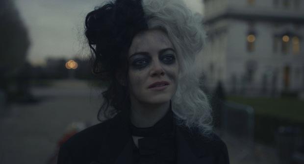 Cruella: Ác nữ trộm chó khơi mào cuộc chiến thời trang choáng ngợp, gây sốc dù phi lý - Ảnh 6.