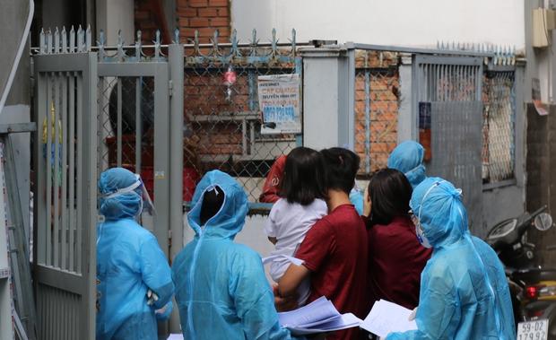 TP.HCM sẽ lấy mẫu xét nghiệm Covid-19 cho toàn bộ người dân ở 4 phường tại quận Gò Vấp - Ảnh 1.