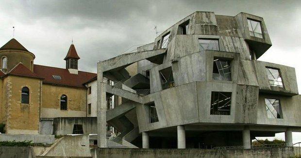 13 ngôi nhà có kiến trúc bất thường tới nỗi chẳng hiểu nổi gia chủ sống trong đó kiểu gì - Ảnh 1.