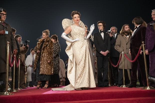 Cruella: Ác nữ trộm chó khơi mào cuộc chiến thời trang choáng ngợp, gây sốc dù phi lý - Ảnh 11.