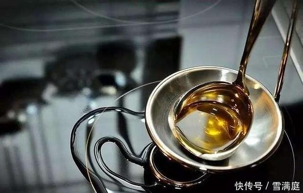 2 mối nguy hiểm khi dùng dầu thực vật sai cách, biến món ăn trở nên độc hại và là thủ phạm gây bệnh ung thư - Ảnh 1.