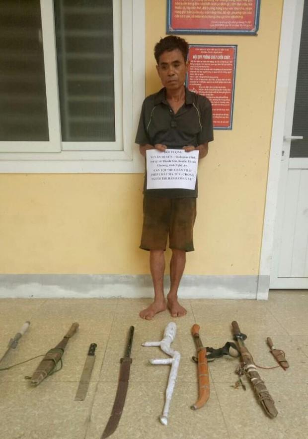 Con trai dùng dao, dây điện tấn công cảnh sát để giải cứu người bố buôn ma tuý - Ảnh 1.