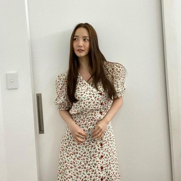 5 kiểu váy liền Park Min Young mê nhất: Nàng 30+ có ngay loạt gợi ý vừa hack dáng vừa trẻ xinh ra mấy tuổi - Ảnh 1.