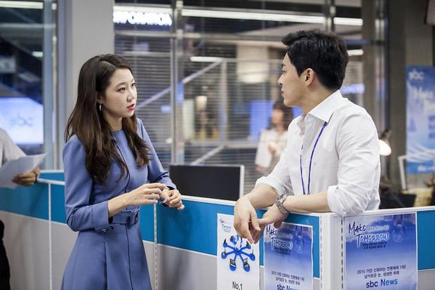 Những bộ cánh trong phim đẹp trường tồn của Gong Hyo Jin, xem xong là dứt khoát lên trình mix đồ - Ảnh 2.