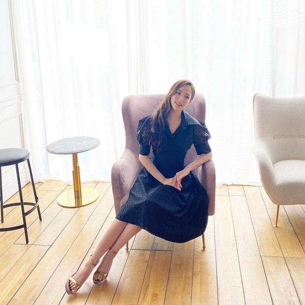 5 kiểu váy liền Park Min Young mê nhất: Nàng 30+ có ngay loạt gợi ý vừa hack dáng vừa trẻ xinh ra mấy tuổi - Ảnh 8.