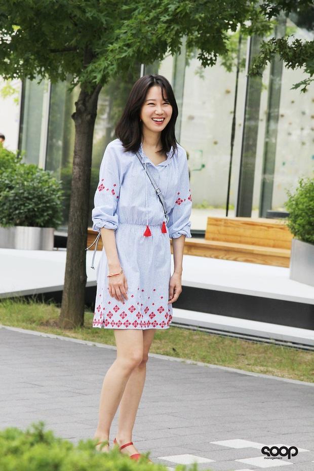 Những bộ cánh trong phim đẹp trường tồn của Gong Hyo Jin, xem xong là dứt khoát lên trình mix đồ - Ảnh 11.