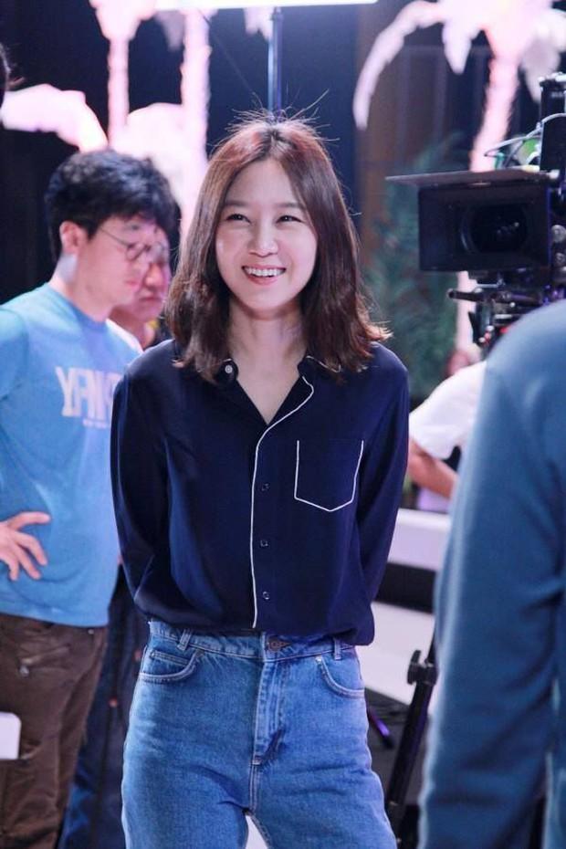 Những bộ cánh trong phim đẹp trường tồn của Gong Hyo Jin, xem xong là dứt khoát lên trình mix đồ - Ảnh 9.