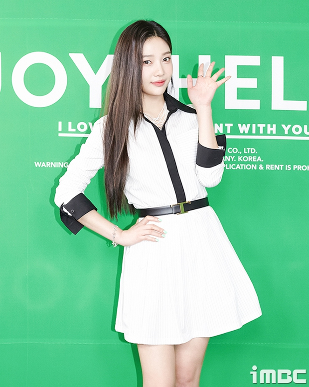 Họp báo hot nhất hôm nay: Joy (Red Velvet) giản dị mà đẹp dữ thần, Wendy gây bất ngờ với gương mặt bớt đơ cứng hơn hẳn - Ảnh 3.