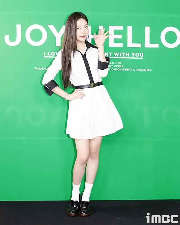 Họp báo hot nhất hôm nay: Joy (Red Velvet) giản dị mà đẹp dữ thần, Wendy gây bất ngờ với gương mặt bớt đơ cứng hơn hẳn - Ảnh 2.