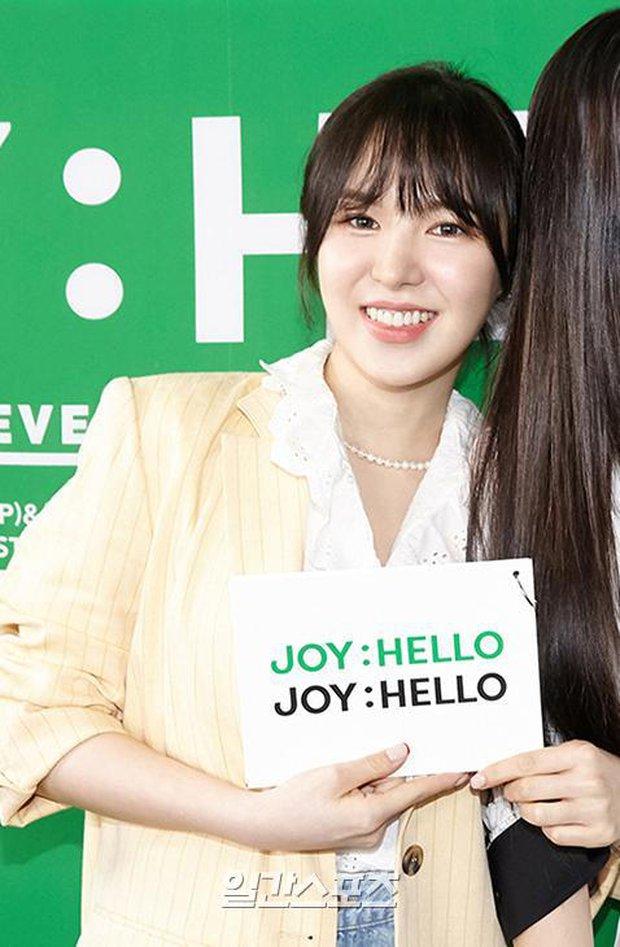 Họp báo hot nhất hôm nay: Joy (Red Velvet) giản dị mà đẹp dữ thần, Wendy gây bất ngờ với gương mặt bớt đơ cứng hơn hẳn - Ảnh 7.