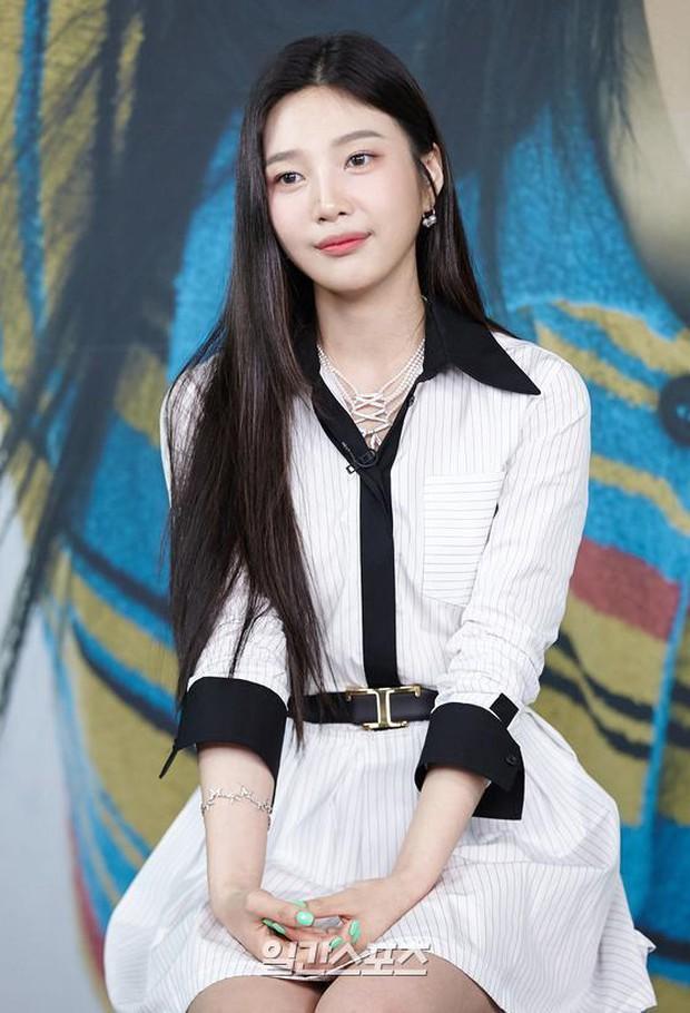 Họp báo hot nhất hôm nay: Joy (Red Velvet) giản dị mà đẹp dữ thần, Wendy gây bất ngờ với gương mặt bớt đơ cứng hơn hẳn - Ảnh 5.