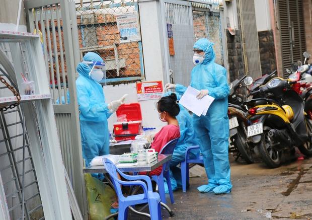 NÓNG: TP.HCM thêm 51 ca dương tính SARS-CoV-2, tổng cộng 200 ca bệnh chỉ sau 5 ngày - Ảnh 1.