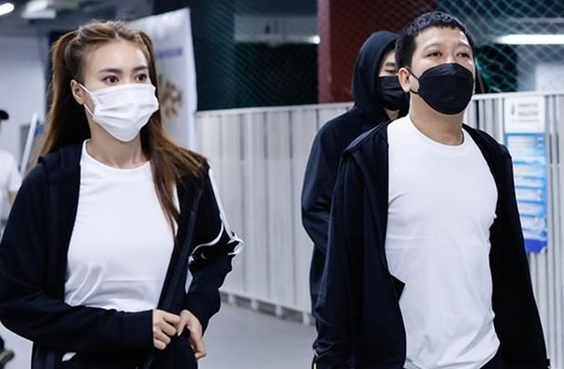 Trường Giang, Lan Ngọc bịt kín khẩu trang, tích cực ghi hình Running Man Việt - Ảnh 1.