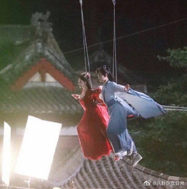Dương Dương lộ vòng 3 khủng, Triệu Lộ Tư khoe chân thon dài khi đóng cảnh bay lượn ở Thả Thí Thiên Hạ - Ảnh 2.
