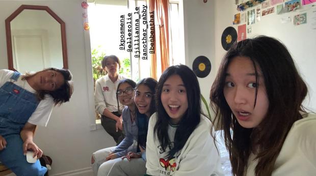 Jenny Huỳnh gặp chị em sinh đôi bên Mỹ, giống nhau đến mức gây lú cho netizen - Ảnh 1.