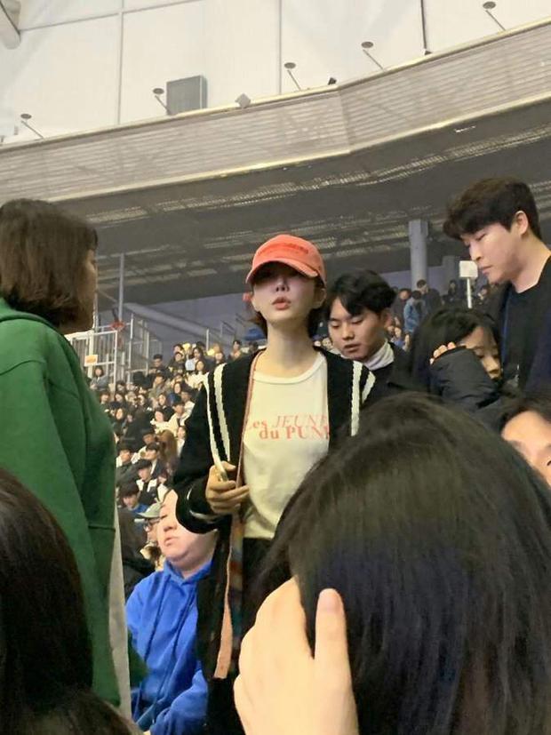 Dàn khách mời đỉnh cao trong concert của IU: Bắt gặp Song Hye Kyo - Song Joong Ki đi hẹn hò, hơn nửa showbiz đều góp mặt - Ảnh 24.