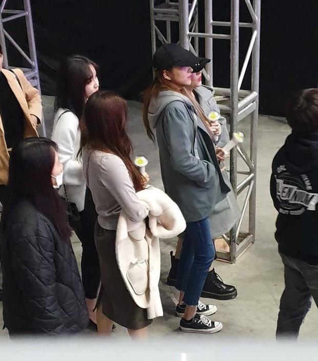 Dàn khách mời đỉnh cao trong concert của IU: Bắt gặp Song Hye Kyo - Song Joong Ki đi hẹn hò, hơn nửa showbiz đều góp mặt - Ảnh 23.