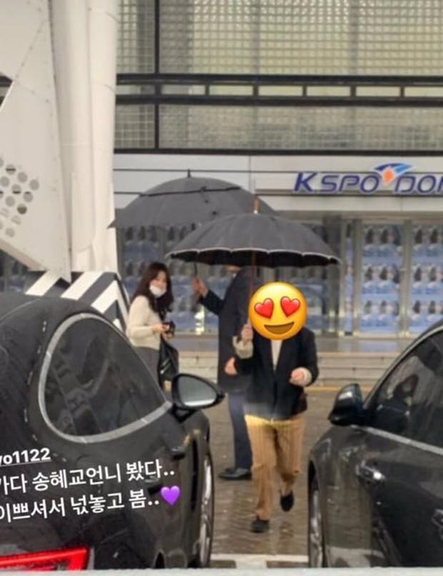 Dàn khách mời đỉnh cao trong concert của IU: Bắt gặp Song Hye Kyo - Song Joong Ki đi hẹn hò, hơn nửa showbiz đều góp mặt - Ảnh 6.