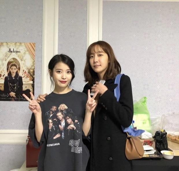 Dàn khách mời đỉnh cao trong concert của IU: Bắt gặp Song Hye Kyo - Song Joong Ki đi hẹn hò, hơn nửa showbiz đều góp mặt - Ảnh 37.