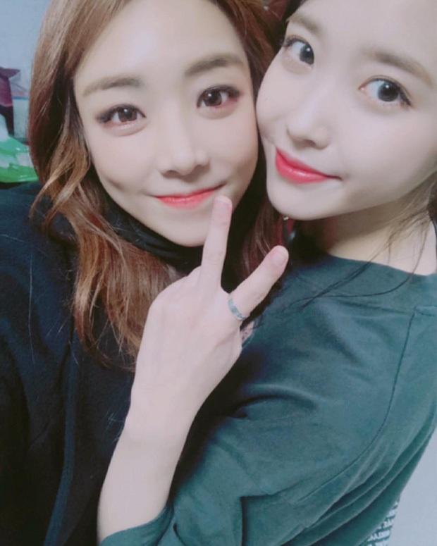 Dàn khách mời đỉnh cao trong concert của IU: Bắt gặp Song Hye Kyo - Song Joong Ki đi hẹn hò, hơn nửa showbiz đều góp mặt - Ảnh 35.