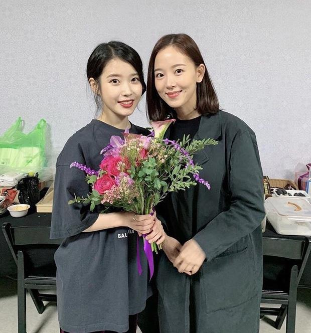 Dàn khách mời đỉnh cao trong concert của IU: Bắt gặp Song Hye Kyo - Song Joong Ki đi hẹn hò, hơn nửa showbiz đều góp mặt - Ảnh 14.