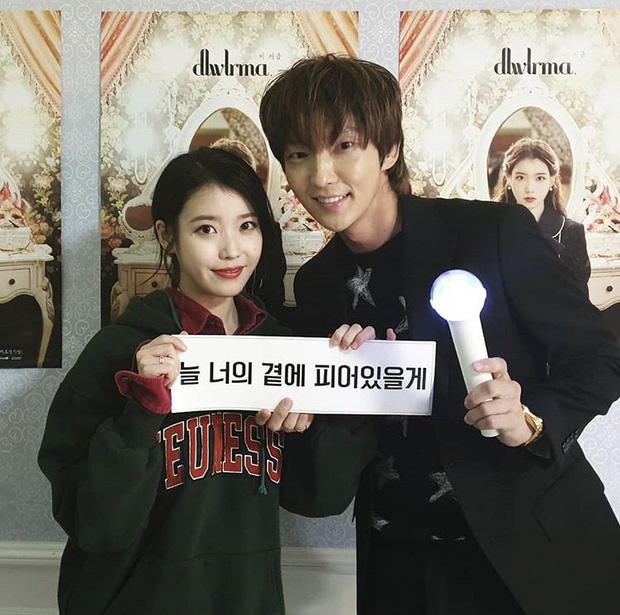 Dàn khách mời đỉnh cao trong concert của IU: Bắt gặp Song Hye Kyo - Song Joong Ki đi hẹn hò, hơn nửa showbiz đều góp mặt - Ảnh 7.