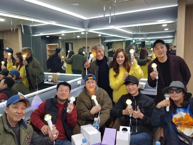 Dàn khách mời đỉnh cao trong concert của IU: Bắt gặp Song Hye Kyo - Song Joong Ki đi hẹn hò, hơn nửa showbiz đều góp mặt - Ảnh 21.