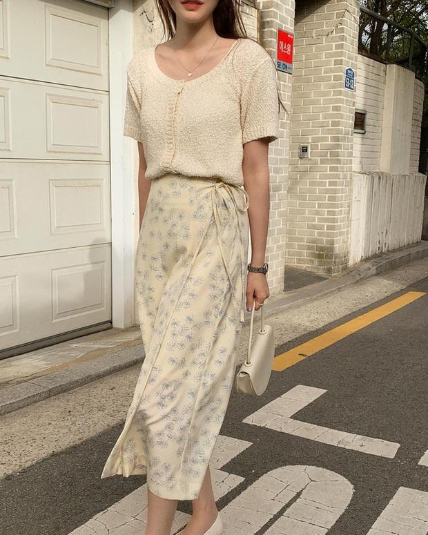 Và đây là 12 cách mix chân váy dài cực xinh của gái Hàn, đầu tuần khỏi phải lo mặc gì nhé! - Ảnh 1.