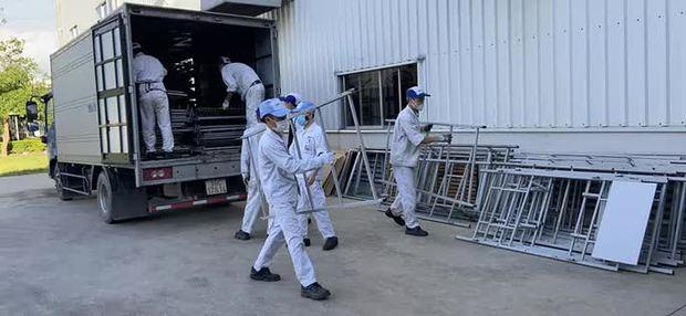 Những hình ảnh lắp lều ở Bắc Ninh để công nhân làm, nghỉ, ăn, ngủ tại công ty - Ảnh 1.