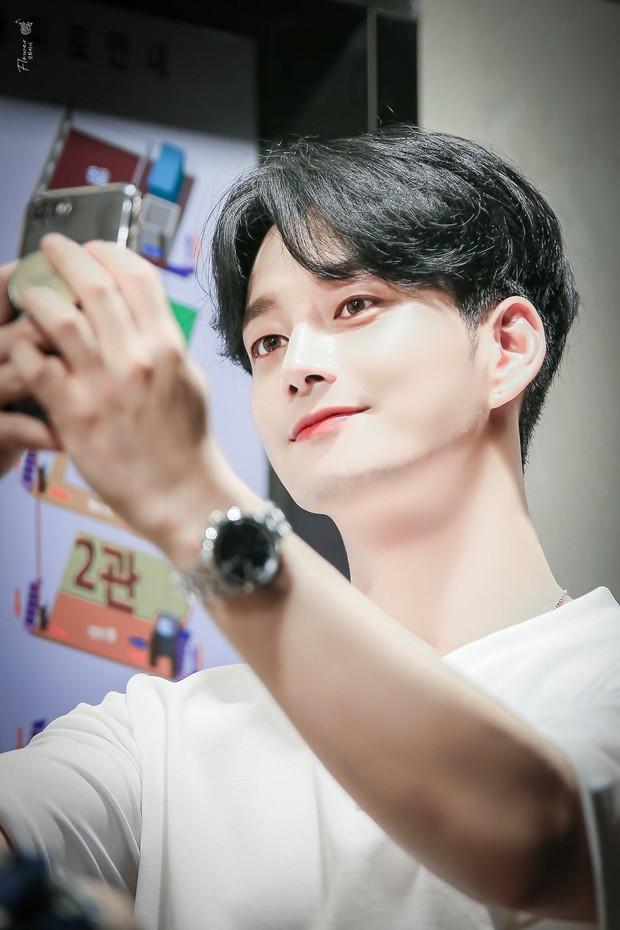 Gã chồng bệnh hoạn ở Mine - Lee Hyun Wook: Từ chàng trai trốn bố mẹ đi học diễn xuất đến ác nam bị ghét nhất nhì phim Hàn - Ảnh 5.