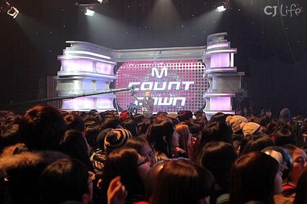 Đằng sau sân khấu quảng bá ngắn ngủi, idol Kpop bị bào mòn sức khoẻ nặng nề vì lịch trình điên rồ kéo dài cả ngày - Ảnh 4.