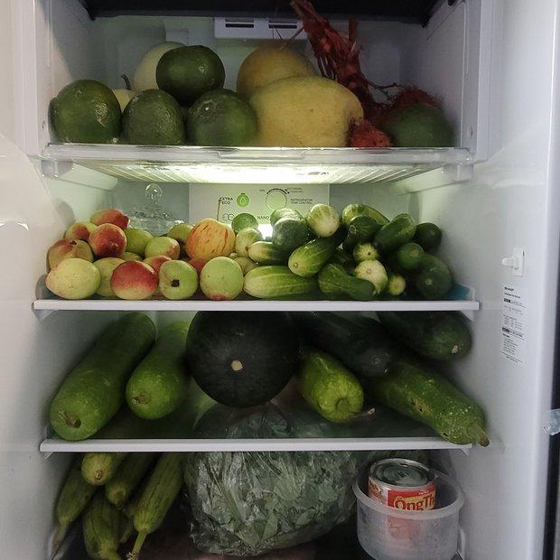 """Dân mạng thi nhau khoe tủ lạnh mùa dịch: Người rau củ, thịt thà đầy ắp, kẻ chỉ """"còn cái nịt"""" - Ảnh 5."""