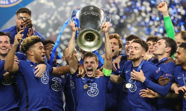 Lên đỉnh châu Âu, hậu vệ Chelsea ăn mừng mất vệ sinh - Ảnh 2.