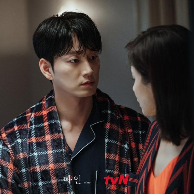 Gã chồng bệnh hoạn ở Mine - Lee Hyun Wook: Từ chàng trai trốn bố mẹ đi học diễn xuất đến ác nam bị ghét nhất nhì phim Hàn - Ảnh 8.