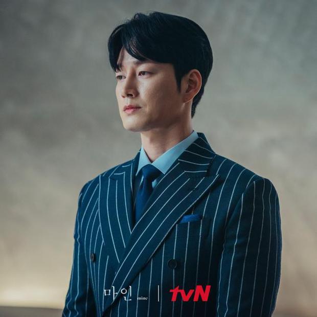 Gã chồng bệnh hoạn ở Mine - Lee Hyun Wook: Từ chàng trai trốn bố mẹ đi học diễn xuất đến ác nam bị ghét nhất nhì phim Hàn - Ảnh 9.