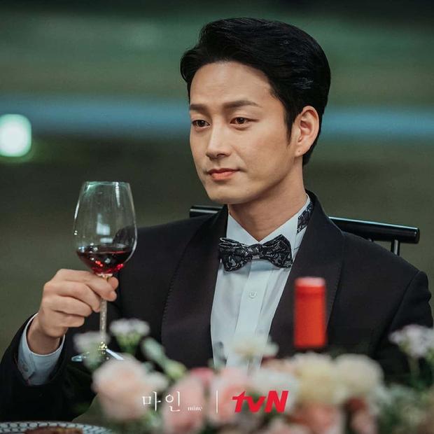 Gã chồng bệnh hoạn ở Mine - Lee Hyun Wook: Từ chàng trai trốn bố mẹ đi học diễn xuất đến ác nam bị ghét nhất nhì phim Hàn - Ảnh 10.
