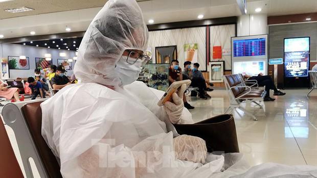 Sân bay Nội Bài, Tân Sơn Nhất vắng tanh sau khi TPHCM thực hiện giãn cách xã hội - Ảnh 12.