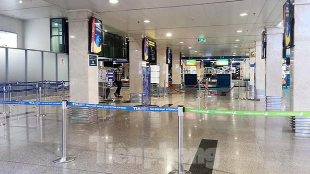 Sân bay Nội Bài, Tân Sơn Nhất vắng tanh sau khi TPHCM thực hiện giãn cách xã hội - Ảnh 13.
